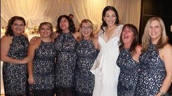 Mulher encontra cinco convidadas com mesmo vestido  (Reprodução (Facebook))