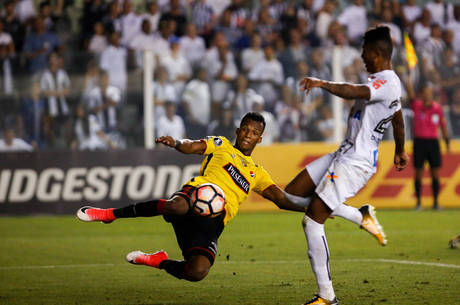 Bruno Henrique foi expulso no fim da derrota na Vila