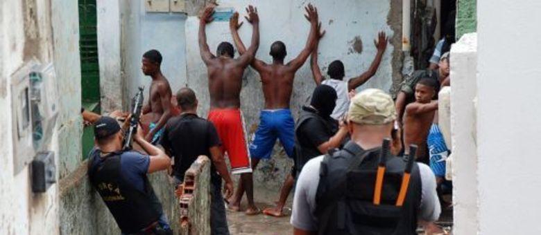 Abordagens de policiais no Nordeste de Amaralina, em Salvador