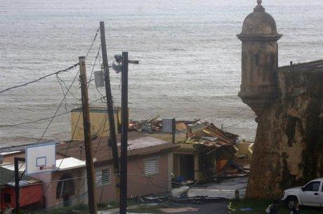Furacão Maria derrubou paredes de várias casas