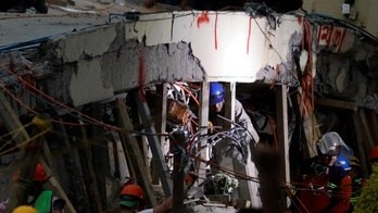 México corre contra o tempo para salvar garota de destroços de escola (Reuters)