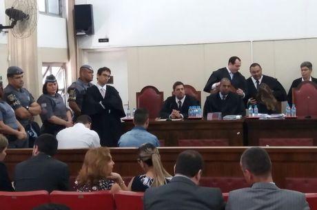 Promotor e advogados de defesa foram ouvidos no 4º dia de júri em Osasco