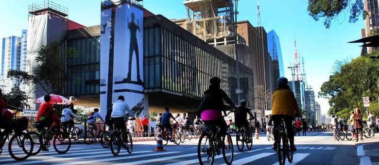 Paulista se transformou em eixo cultural da cidade