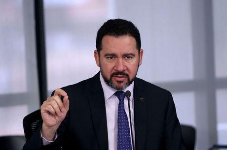 Ministro Dyogo Oliveira fez mais cortes no Orçamento
