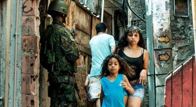 Efetivo de 950 militares estão distribuídos nos principais acessos  à comunidade