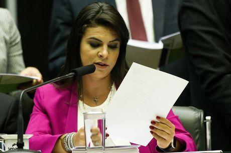 Resultado de imagem para Leitura de denúncia contra Temer e ministros dura mais de 5 horas na Câmara