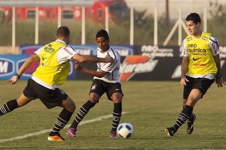 Elias em ação em treino do Corinthians
