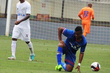 Elias tem 15 jogos e um gol pelo São Caetano