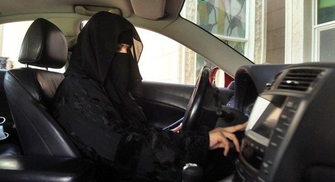 Arábia Saudita, o berço do Islã, vem sendo muito criticada por ser o único país que ainda impede suas cidadãs de dirigir