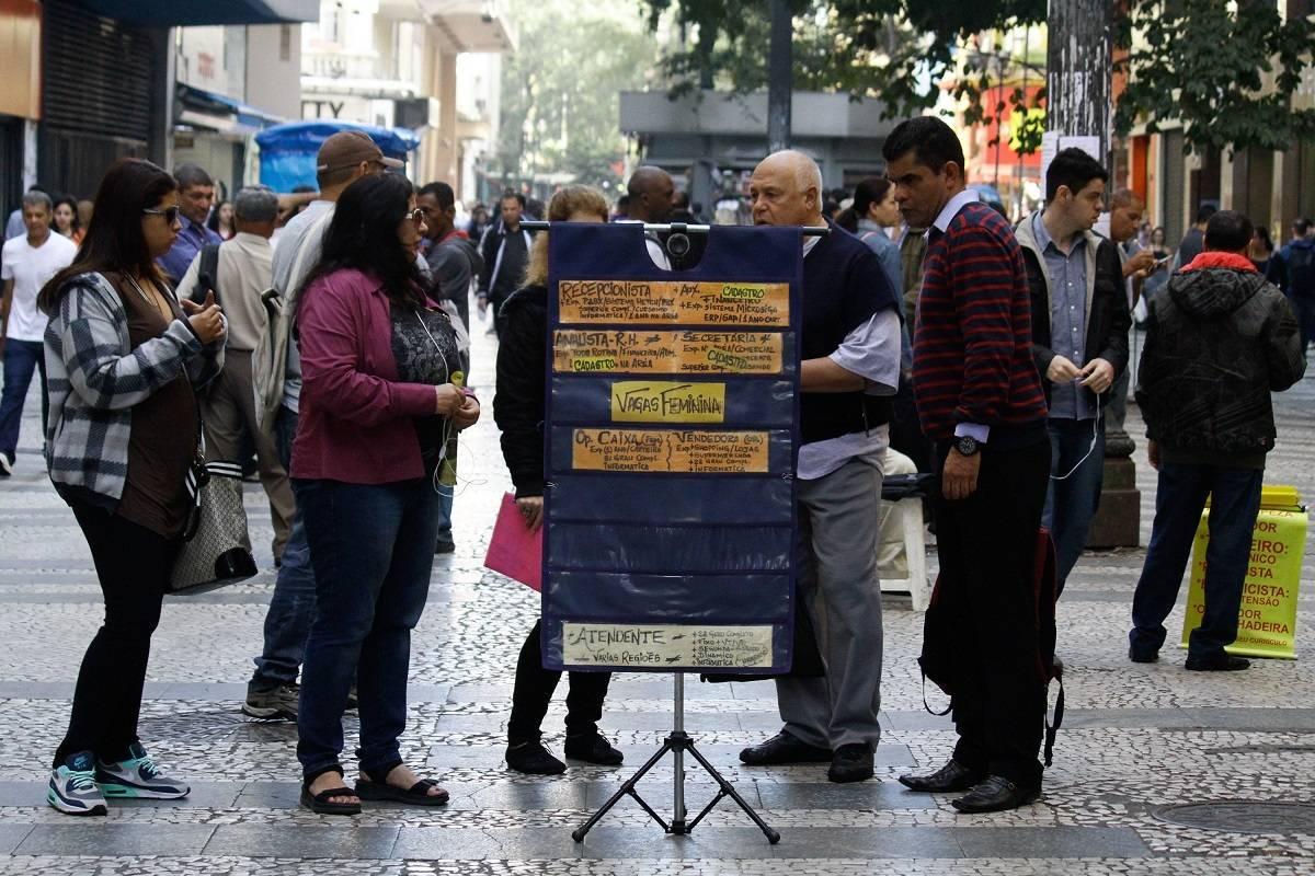 Desemprego cai para 12,6% em agosto e atinge 13,1 milhões