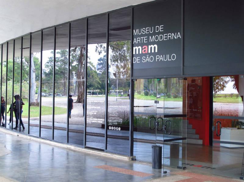 Museu em SP é acusado de pedofilia após performance com nudez