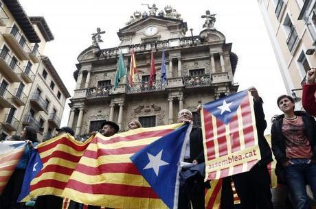 Catalãoes fazem ato pelo referendo e insistem que votação ocorrerá apesar dos protestos do governo