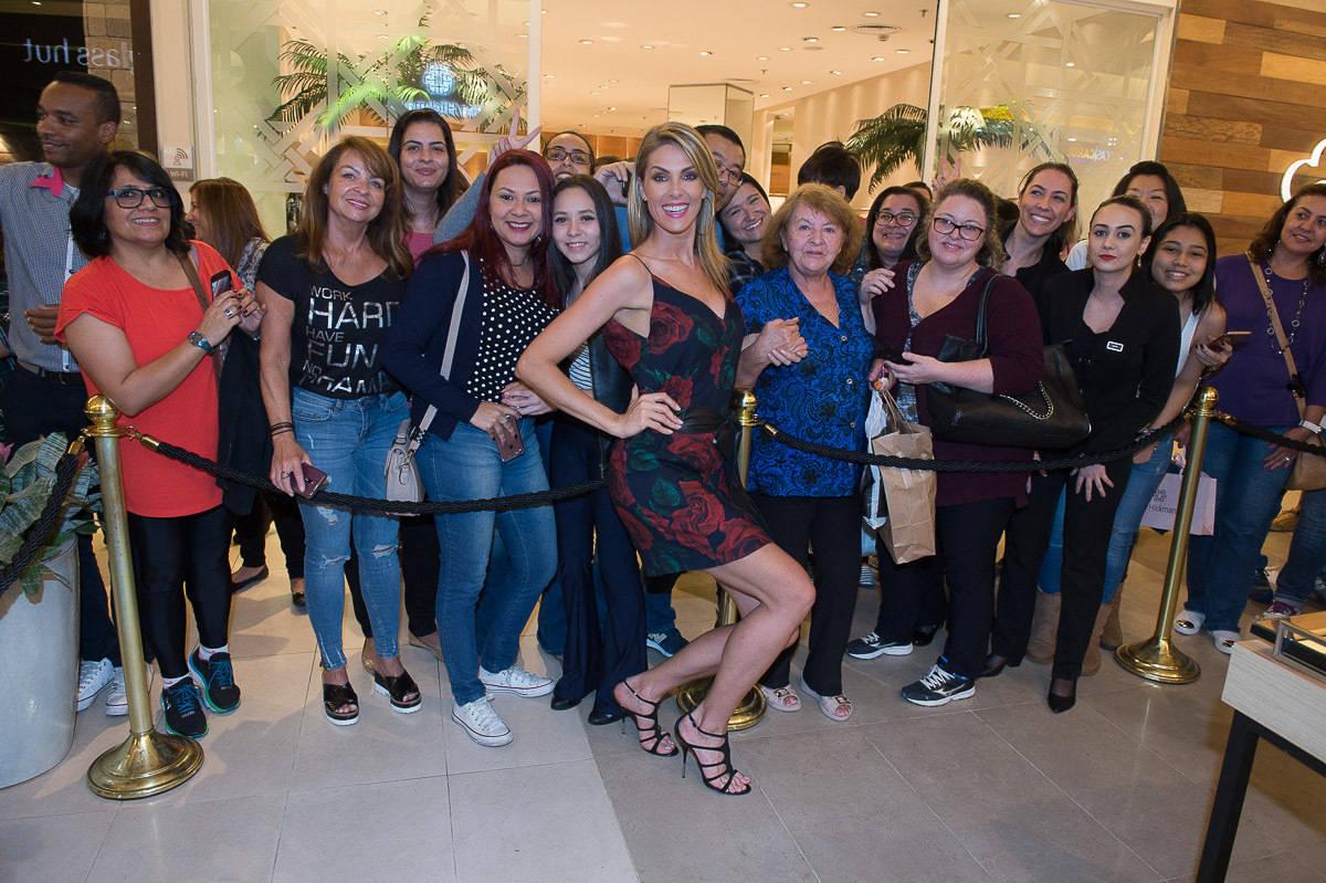 2f542f5eddc1e Ana Hickmann inaugura loja em shopping de São Bernardo do Campo ...