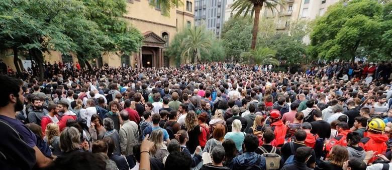 Multidões fazem fila para votar em Barcelona