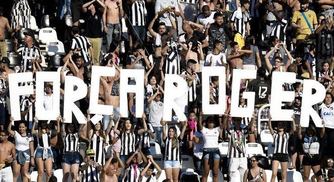 Atacante Roger, do Botafogo, foi diagnosticado com tumor no rim