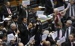 Bolsonaro sanciona LDO e veta fundo eleitoral de R$ 5,7 bilhõesVEJA MAIS