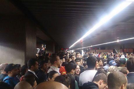 Plataforma do Metrô República nesta quarta-feira (04), às 18h40