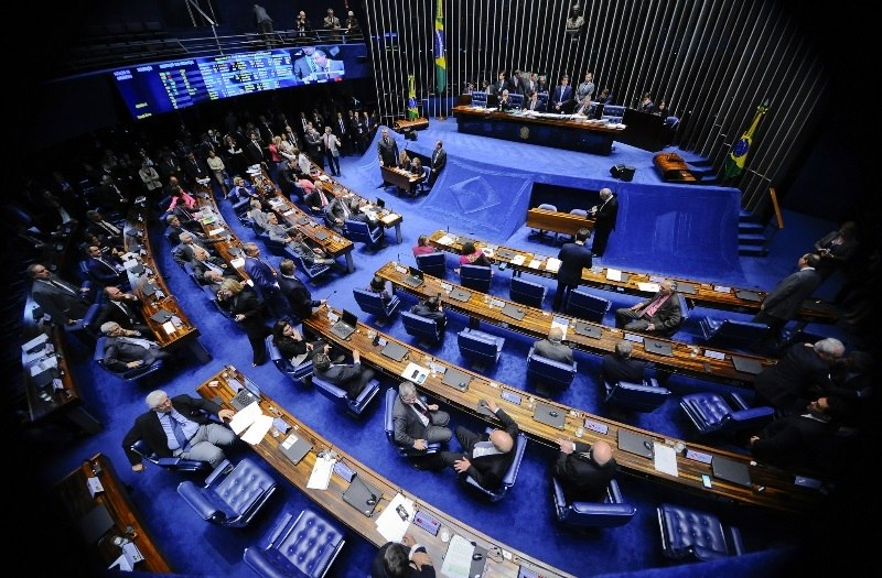 Senado promulga cláusula de barreira e fim das coligações para o Legislativo