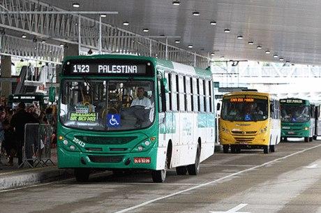 Frota de ônibus começou a ser reduzida na sexta-feira (25)