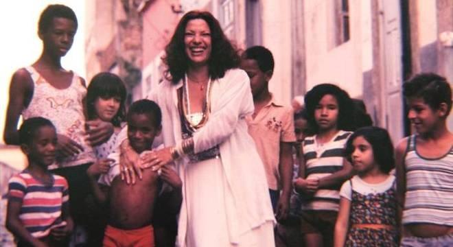 Clara Nunes sintetiza o caldeirão cultural brasileiro