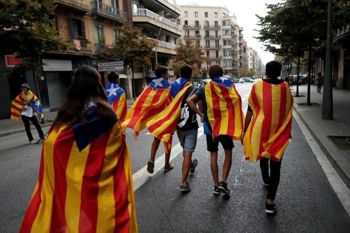 Constitucional espanhol suspende sessão plenária do parlamento catalão