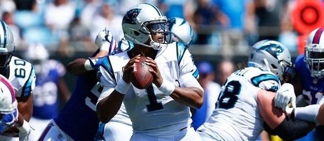 Cam Newton durante jogo pelo Carolina Panthers
