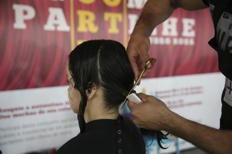 Campanha solidária Corte e Compartilhe incentiva a doação de cabelo para confecção de perucas para pacientes com câncer de mama