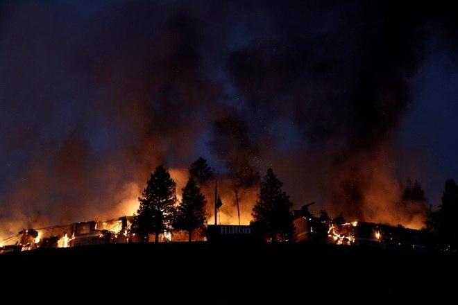 Pelo menos dez pessoas morreram e outras 20 mil foram evacuadas de suas casas devido a uma série de incêndios que atingem o a Califórnia, nos Estados Unidos, desde o domingo (8), deixando um rastro de destruição no estado