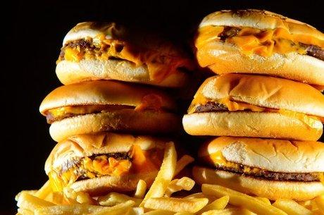 Produtos ricos em gordura estão entre os vilões da obesidade