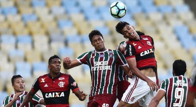 Flamengo e Fluminense fizeram jogo de baixo nível técnico no Maracanã