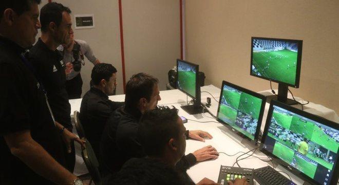 Árbitro de vídeo será utilizado na Conmebol já nas semifinais da Libertadores