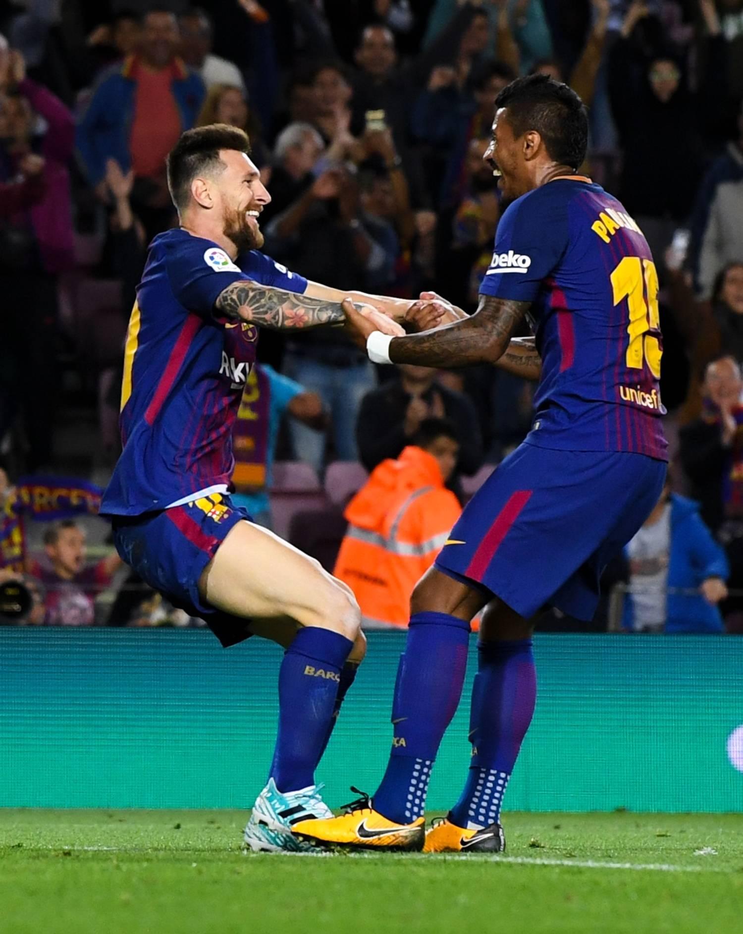 Paulinho diz viver 'privilégio' por jogar com Messi e festeja momento