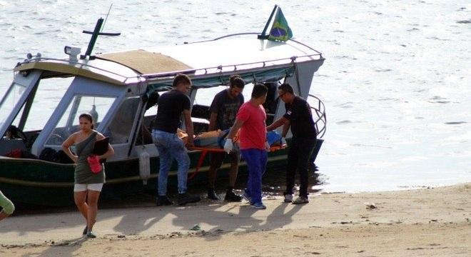 De acordo com o Greenpeace, havia cinco pessoas a bordo e uma delas morreu