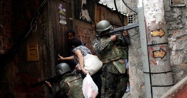 Falta de vontade política no Brasil impede controle de armas do tráfico