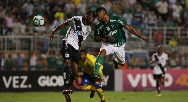 De cabeça, Borja marcou o segundo gol do Palmeiras contra Ponte Preta