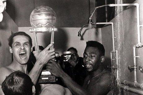 Santos também foi campeão mundial em 1962 e 1963 ab5dc0b0c3239