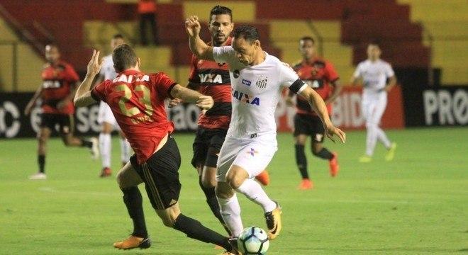 Ricardo Oliveira marcou o gol do Santos contra o Sport, na Ilha do Retiro