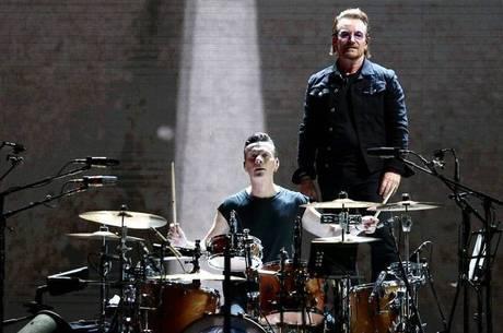 Bono e Larry tocam para um Morumbi lotado