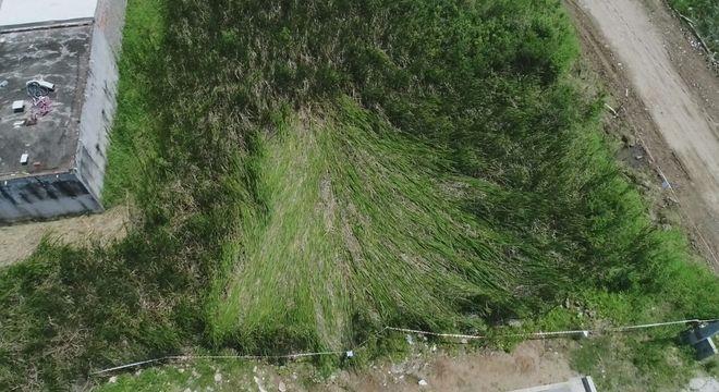 Local do pouso teve 13 metros de folhas amassadas e água que desapareceu