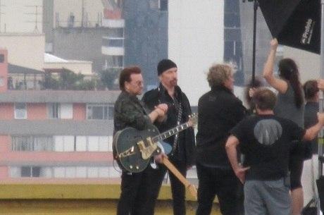 O grupo durante a gravação no Copan
