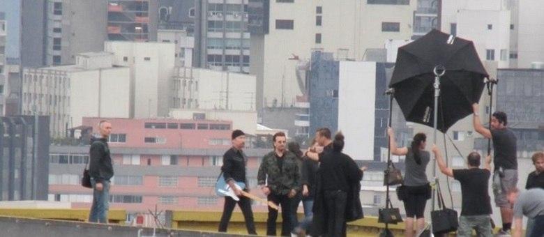 A banda irlandesa U2 fez uma gravação no topo do edifício Copan, no centro de São Paulo, nesta sexta-feira (20)