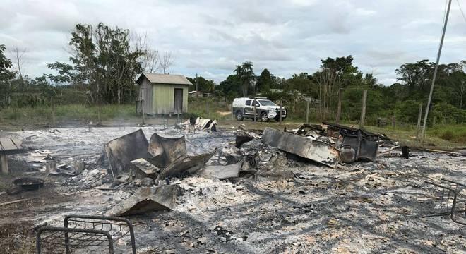 Estrutura, computadores e material didático foram totalmente queimados