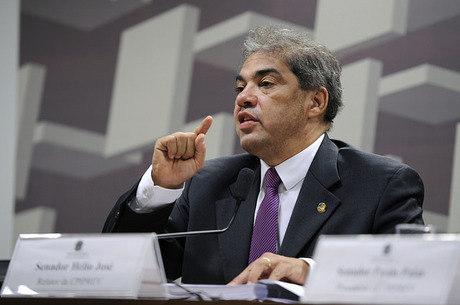 Hélio José está na 4ª sigla desde o início da legislatura