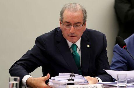 Eduardo Cunha vai continuar em Curitiba