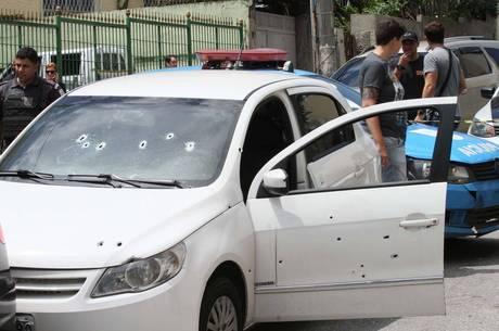 Carro de comandante da PM foi atacado no Lins