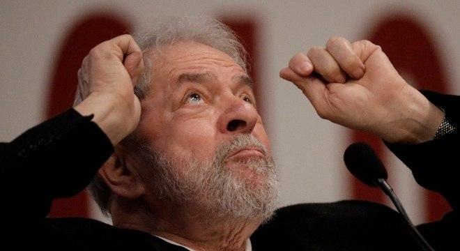 Lula é acusado, nesta ação, por irregularidade na compra dos caças da FAB