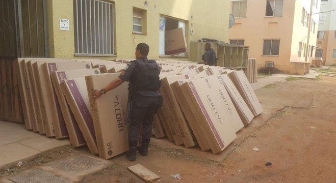 Polícia apreendeu carga de eletrônicos no Complexo da Pedreira