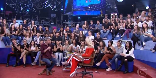 Românticos, Luan Santana dança colado a Pabllo Vittar: 'Acordando o Prédio'