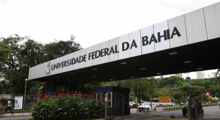 Universidades federais temem evasão com corte de orçamento e bolsas