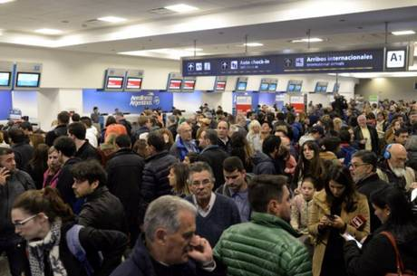 Companhia afirma que os passageiros podem reagendar a data de embarque até o dia 30 de novembro